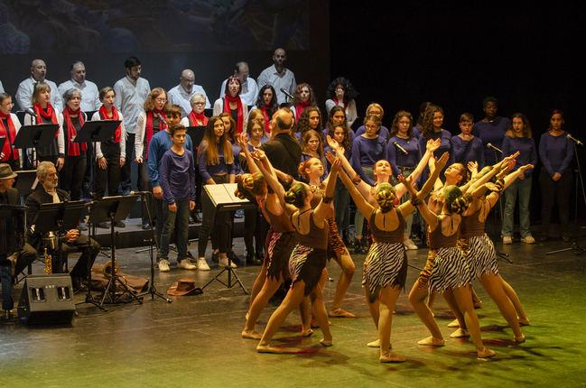 El Coro Ciudad de Almería entretiene con su repertorio Disney
