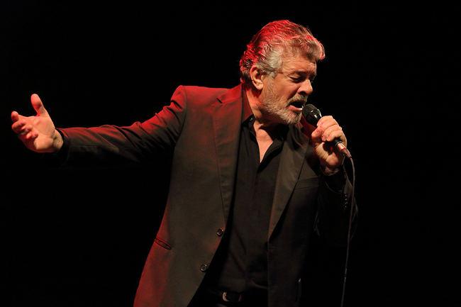 Francisco enamora al público con su portentosa voz en el Maestro Padilla