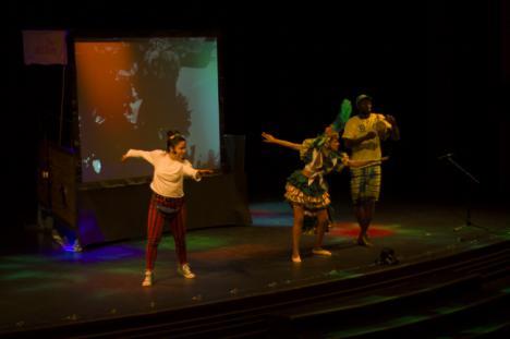 Más de mil escolares conocen sonidos y danzas del mundo con 'Música y Aventuras a Magallanes'