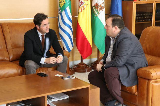 El alcalde de El Ejido recibe al nuevo director de zona Poniente de Cajamar
