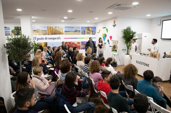 Los almerienses llenan la sede de Almería 2019 atraídos por el chocolate