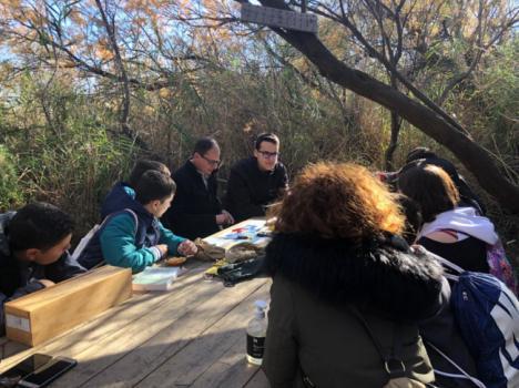 Jóvenes del IES Gaviota conocen la riqueza natural de Las Albuferas de Adra