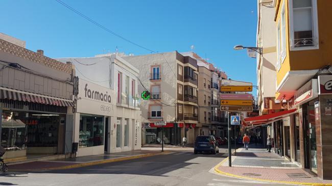 Casi 80 nuevos establecimientos inician su actividad comercial en Adra los últimos dos años
