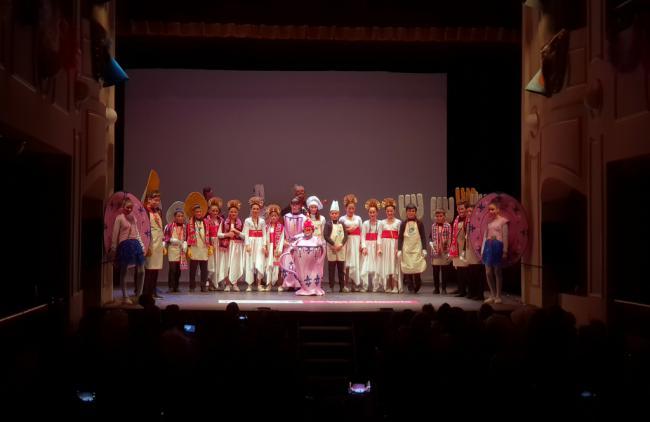 La cantera del Carnaval llena el Teatro Apolo con sus primeros pasodobles y popurrís