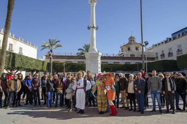 Los turistas se enamoran de Almería en una visita teatralizada por San Valentín