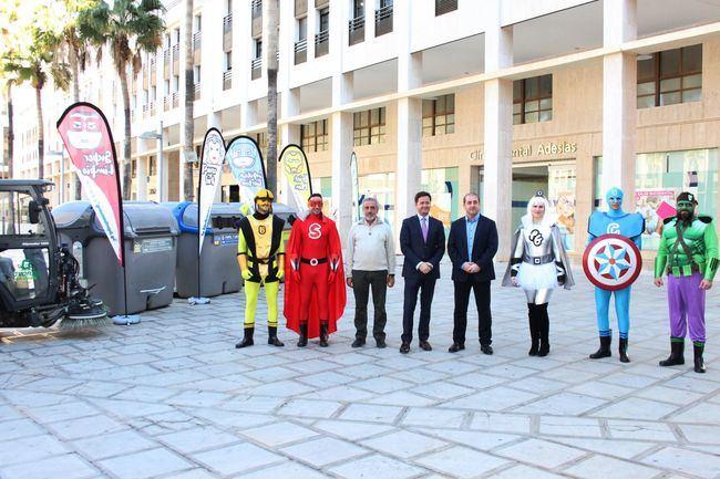 'Los SúperRecicladores' animan a los ciudadanos a colaborar a mantener limpio El Ejido