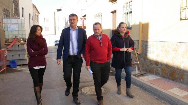 Adra ejecuta la renovación de acerado en la zona de Plaza Andalucía