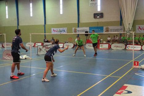 Más de 120 jugadores en los Juegos Deportivos Municipales de Bádminton