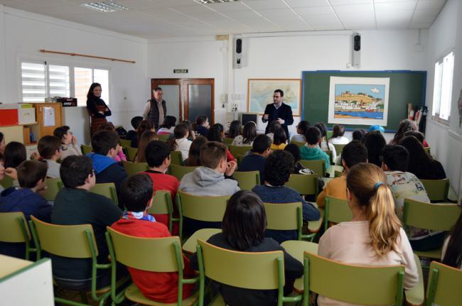 Carlos Sánchez celebra el Día de Andalucía con alumnos de 6º de Primaria del CEIP Luis Siret