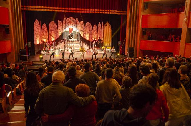 Los almerienses se enamoran del show 'We Love Queen' en el Padilla