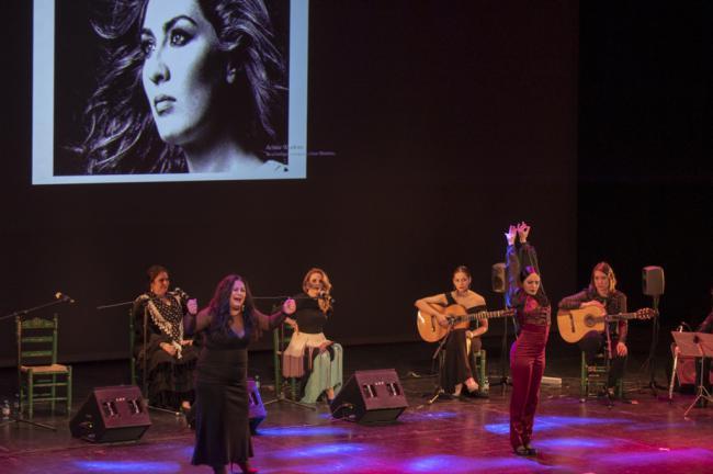 El público se rinde a una noche de flamenco con nombre de mujer