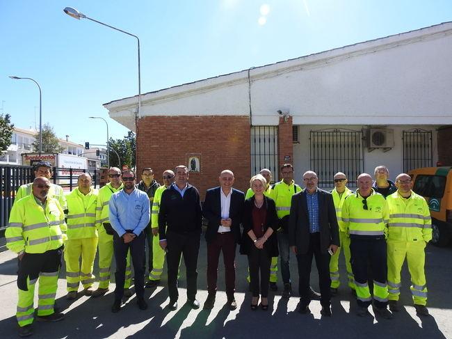 La delegada de Fomento visita el Parque de Maquinaria de carreteras de Huércal Overa