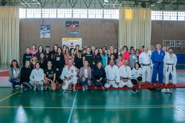 El Pabellón de Santa María del Águila acoge un curso de defensa personal para mujeres