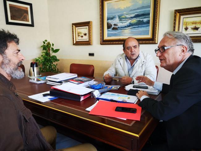 Caicedo analiza con Asopesca y la OPP 71 los proyectos del Fondeadero y la antigua Lonja