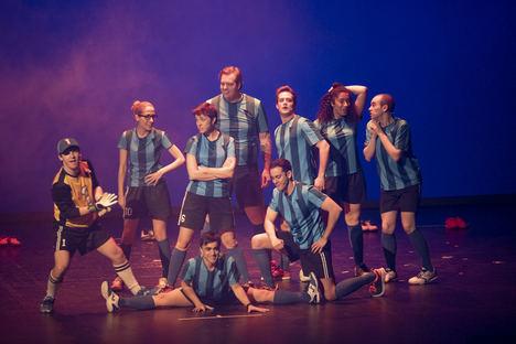 Los niños viven la aventura del teatro gracias al musical 'Los Futbolísimos'