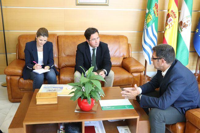 El alcalde y el nuevo gerente de Distrito Sanitario de Poniente analizan las necesidades de El Ejido
