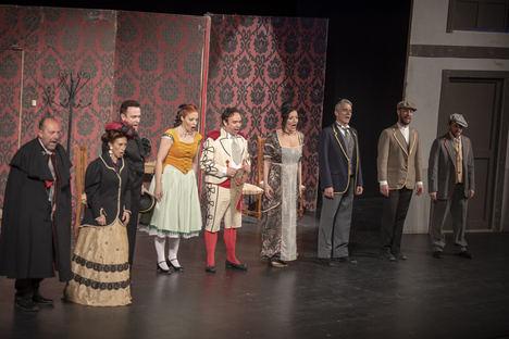 'El Barbero de Sevilla' y su metateatro lleva las risas y el deleite del bel canto al Auditorio