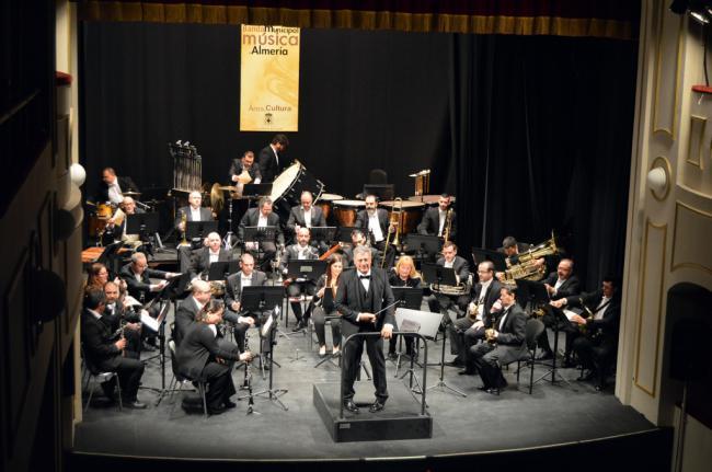 La poliédrica versatilidad de la Banda Municipal vuelve a conquistar al público del Teatro Apolo