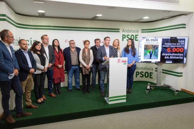 El PSOE acusa ahora al PP de tener a 6.000 dependientes esperando en Almería
