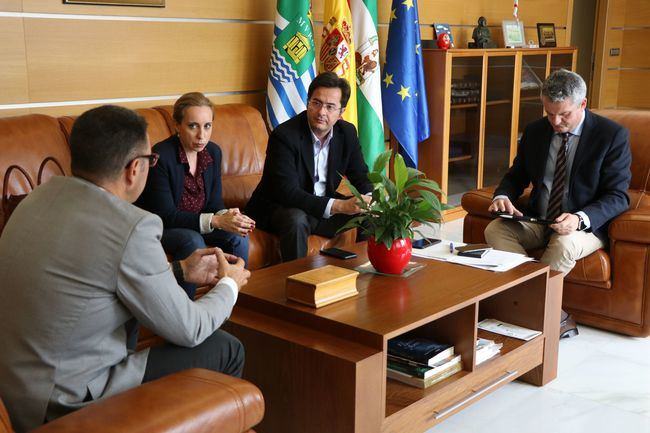 El alcalde y el delegado de Salud buscan descongestionar el Centro de Ejido Norte