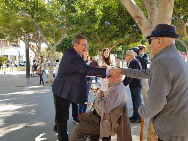 La ayuda a la contratación que promete el PSOE no cubre ni la SS