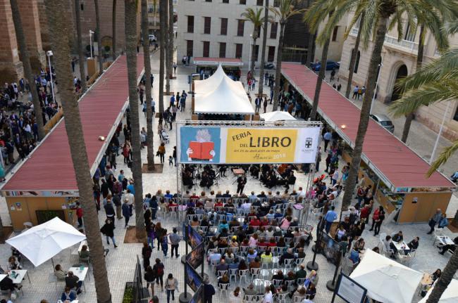 La Feria del Libro de Almería abre en la Plaza de la Catedral