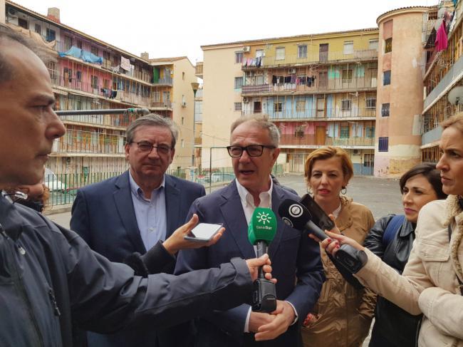 Guirao (PSOE) visita La Chanca y Pescadería