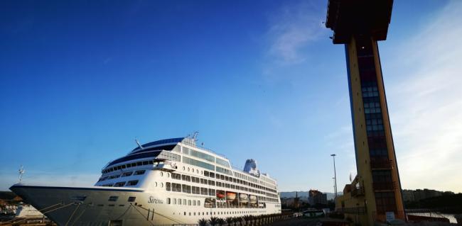 El crucero Sirena hace su segunda escala en el Puerto de Almería el día de San Juan
