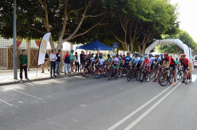 Almería vive la espectacularidad del ciclismo de velocidad con el IV Critérium