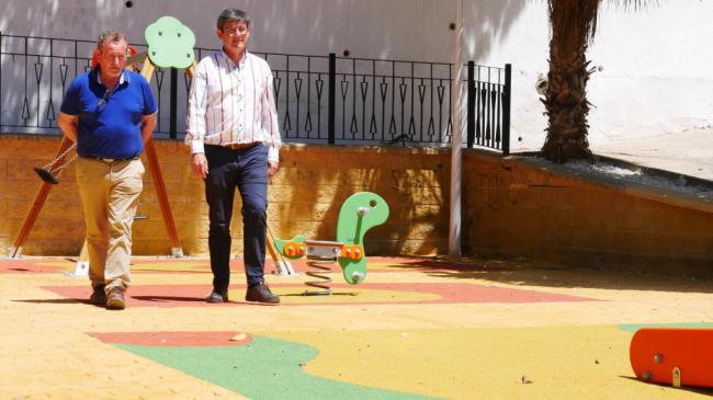 El parque de la calle Estudiantes de Adra ya está disponible
