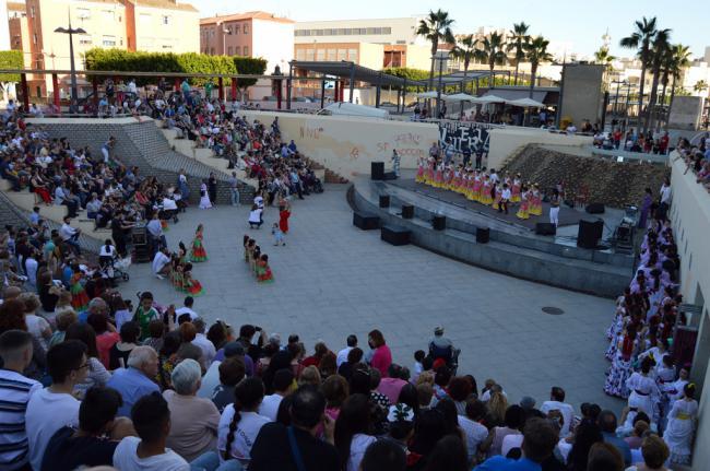 La cantera de la Escuela de Flamenco de Chelo Ruiz llena el Anfiteatro de la Rambla en su muestra anual