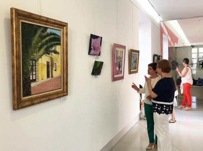 Las pinceladas de color y técnicas de artistas almerienses se exhiben en el CIP