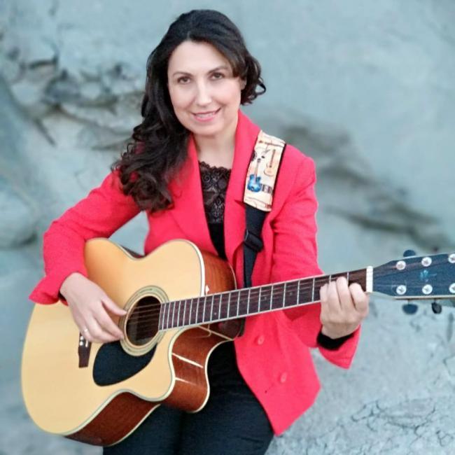 La cantautora almeriense Loli Muñoz presenta en el Apolo su primer trabajo discográfico