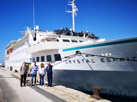 Caicedo da la bienvenida al crucero Crystal Esprit
