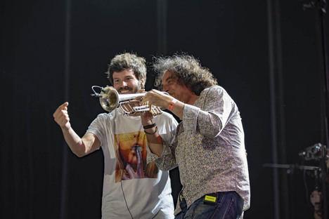 Taburete se gana a los almerienses con la alegría de sus canciones