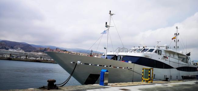 El yate-crucero Harmony V hace su cuarta escala en el Puerto de Almería