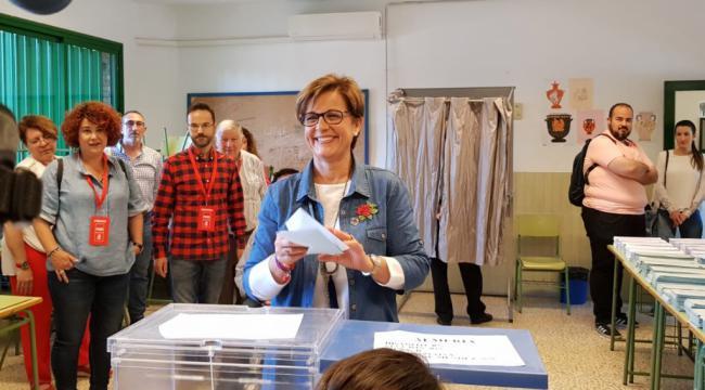 Valverde es la primera candidata en votar