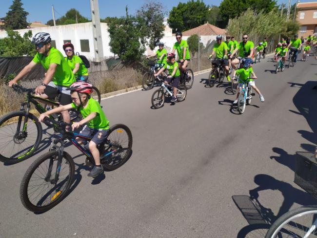 Más de 400 personas disfrutan, en La Cañada, del Día de la Bicicleta