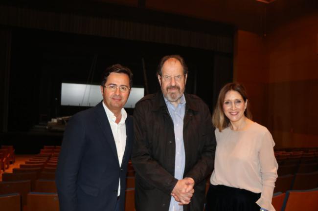 Josep María Pou recibe la 'Butaca de honor' en el Auditorio de El Ejido