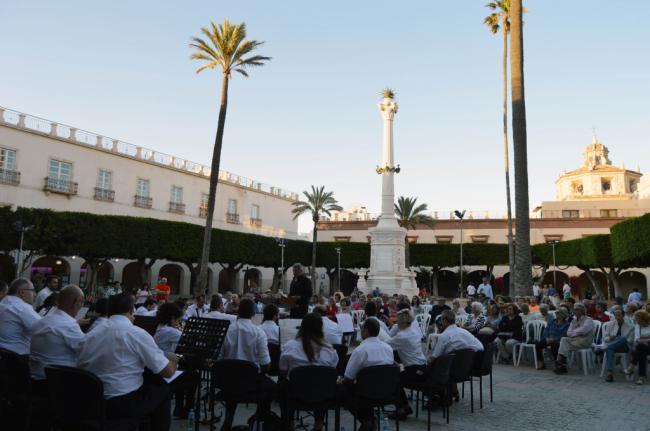 Ovación para la Banda Sinfónica Municipal en el inicio del ciclo 'Música en la Ciudad'