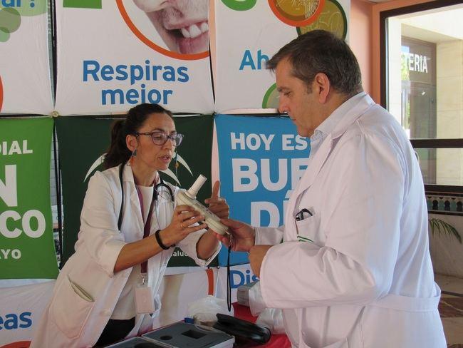El Hospital de Poniente apuesta por la prevención en el Día Mundial Sin Tabaco