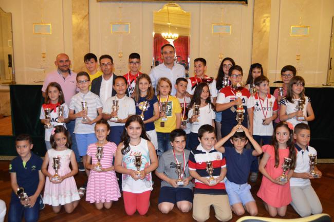 300 niños muestran su talento en los Juegos Deportivos Municipales de Ajedrez