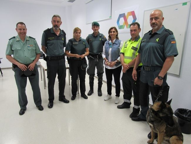 La Guardia Civil visita el Hospital de Poniente dentro de los actos de su 175 Aniversario