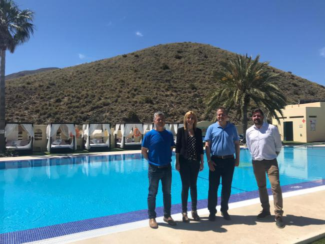 El delegado de Turismo visita el camping Los Escullos