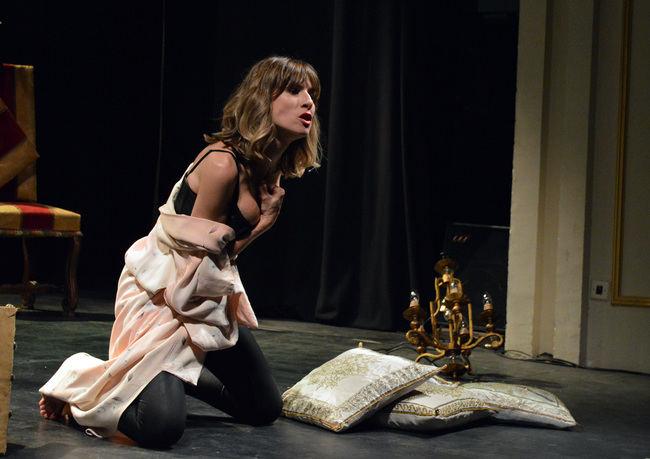 Las historias de la obra 'Vooyeur' elevan la temperatura del Teatro Apolo