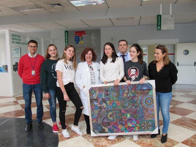 Alumnado del IES Murgi de El Ejido dona un cuadro al Hospital de Poniente