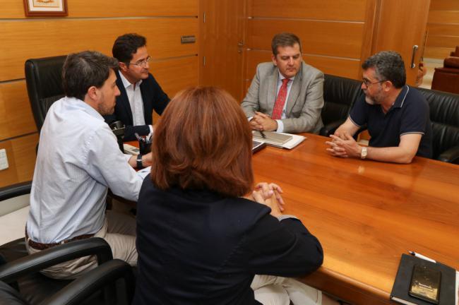 Ayuntamiento de El Ejido y Hospital de Poniente estudian crear una red de voluntarios