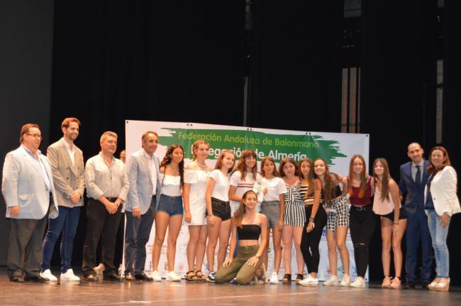 La Delegación de Balonmano distingue al Ayuntamiento de Almería en su primera gala