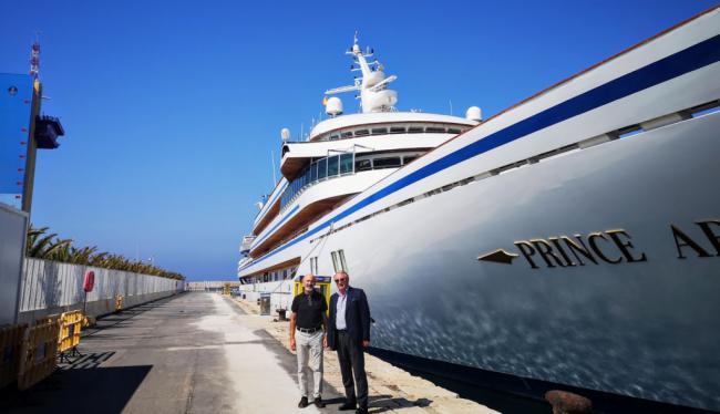 Caicedo visita el yate 'Prince Abdulaziz' en el Puerto de Almería