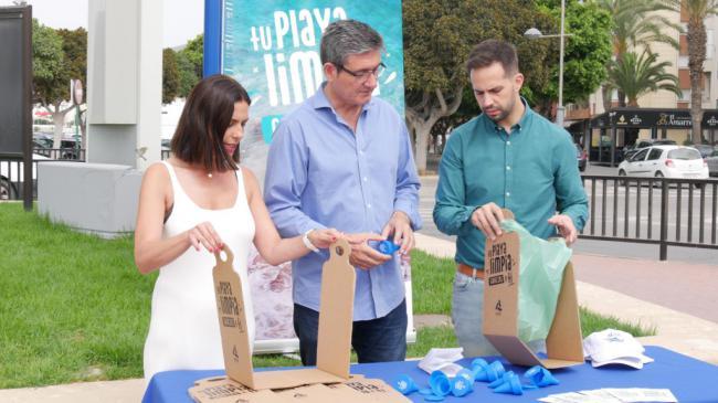 Ayuntamiento de Adra inicia la campaña 'Tu playa limpia gracias a ti'